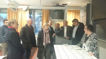 Ansprechende Gestaltung der Fachräume mit (ab 2. von rechts) P. Hümmer (KR, HAS), B. Ruß (BR, Kreisrat, HAS), E. Friedel (KR, RG), M. Kihn (UBV, KR, RG), A. Wilimsky (KR'in, RG), R. Wilimsky, S. Dittmar (MdB, KR'in, KG) und F. Schwarz (Juso-UBV).