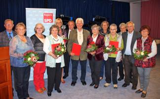 Zahlreiche langjährige und aktive Mitglieder der SPD-AG 60plus im UB Rhön-Hassberge und im KV Bad Kissingen wurden bei der Jubiläumsfeier im Parkwohnstift in Bad Kissingen geehrt. 3. Von links die Landesvorsitzende Jella Teuchner. Foto: Dieter Britz