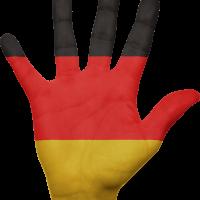 Hand in Deutschlandfarben